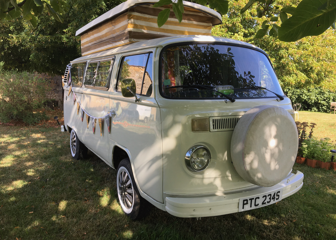 Under The Lime Tree B&B Vintage VW Kombi